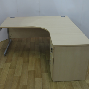 Imperial Maple 1600W x 1200D Right Hand Workstation